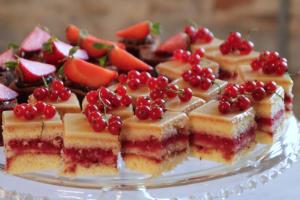 puncak special Yum cakes